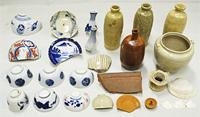 江戸時代の廃棄土坑(ゴミ穴)からは、肥前系、紀州系、瀬戸・美濃系の皿や碗、徳利などの磁器や魚の骨などが大量に出土した