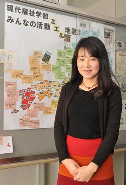 現代福祉学部の地域貢献活動を日本地図に表した掲示板前で